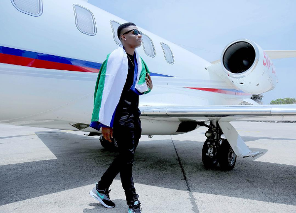 """Wizkid Scores First Ever #1 on Billboard """" Hot 100 """" with Drake's """" One Dance """""""
