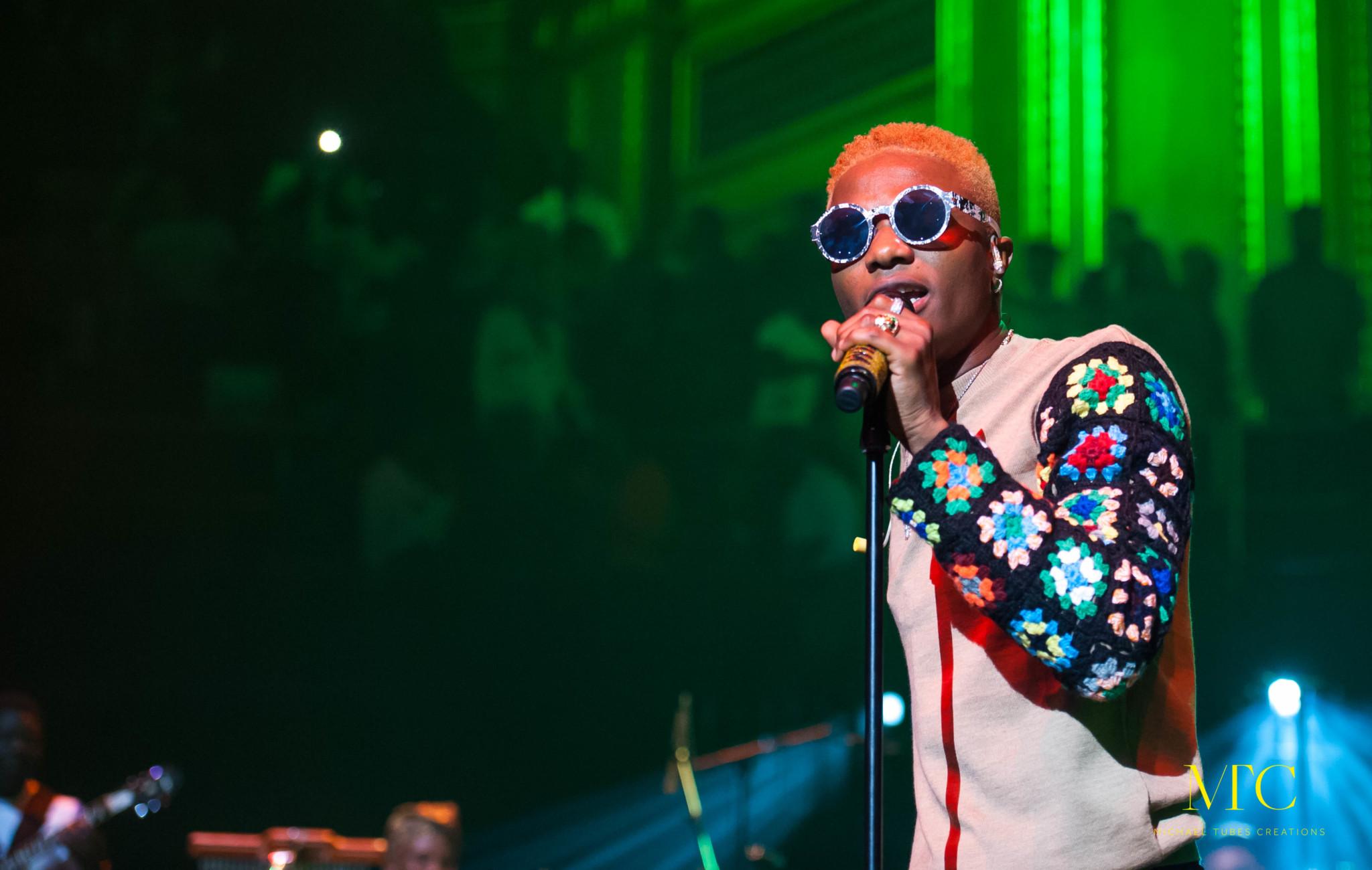 Video As Wizkid Blasts Organiser of International Awards for Presenting African Artistes Award At Backstage