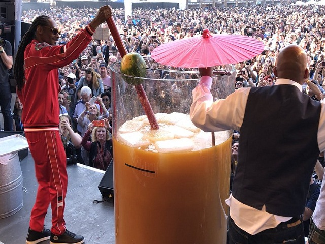 Snoop Dogg Breaks Guinness World Record For Largest Gin And Juice