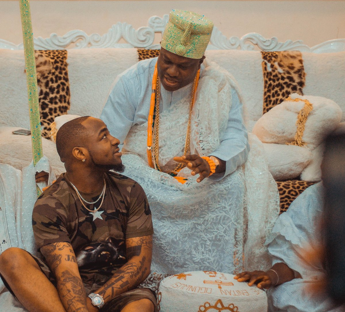 Davido Visits Ooni Of Ife 00