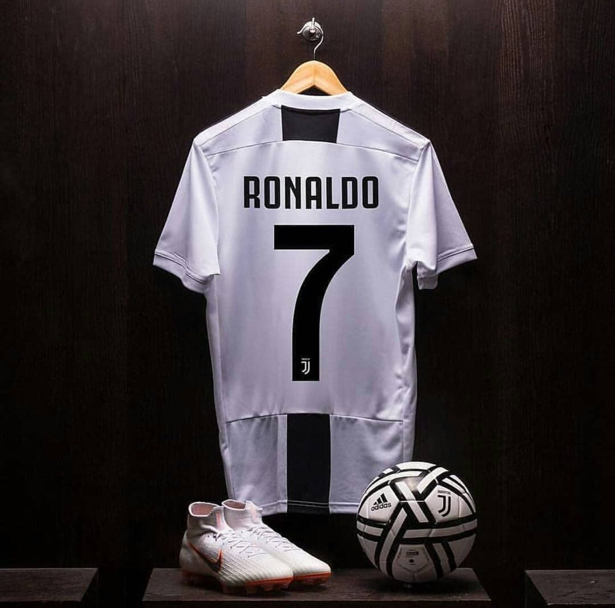 best website 639a1 d75b8 Cristiano Ronaldo Signs For Juventus In £105m From Real Madrid